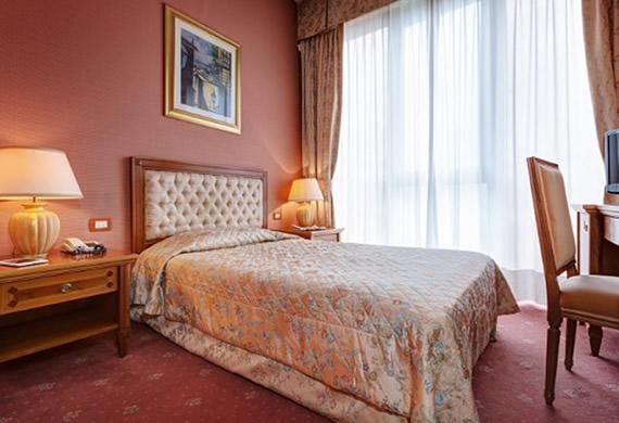 Camere A Righe : Camere a sansepolcro hotel valtiberina